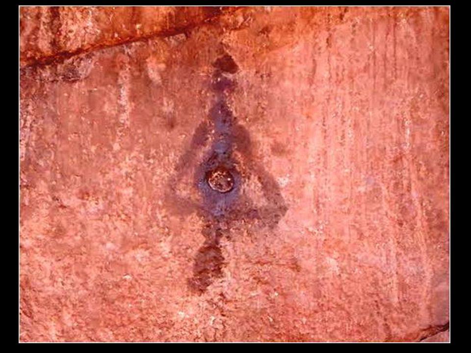 Secondo la leggenda Inca pare che il primo re sacerdote Amaru Muru abbia attraversato il portale grazie a un oggetto speciale, un disco d'oro caduto d