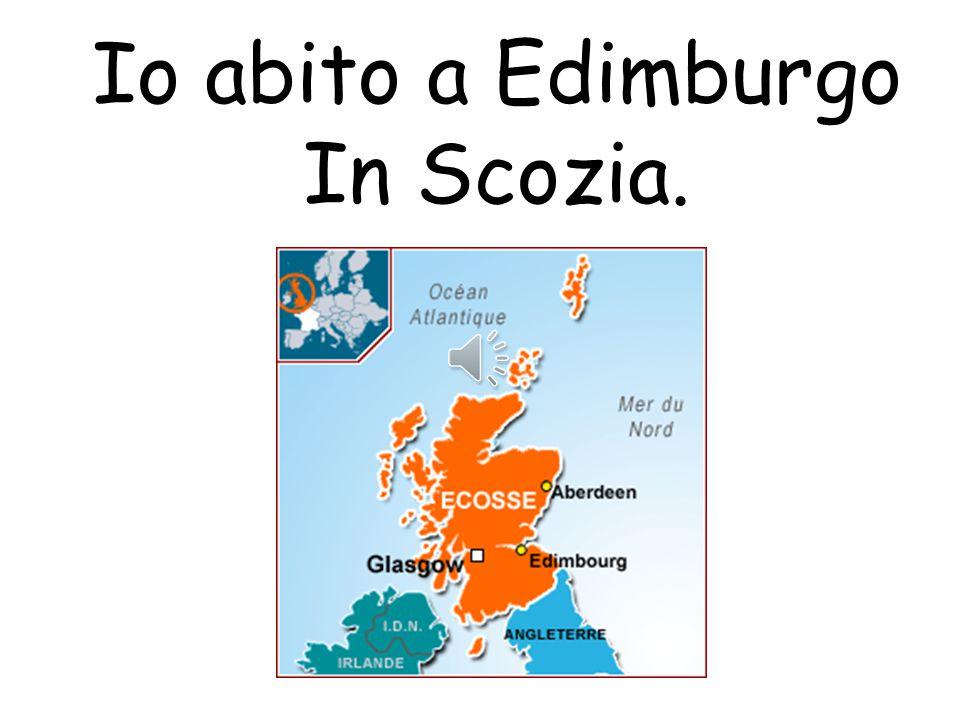 Io abito a Edimburgo.