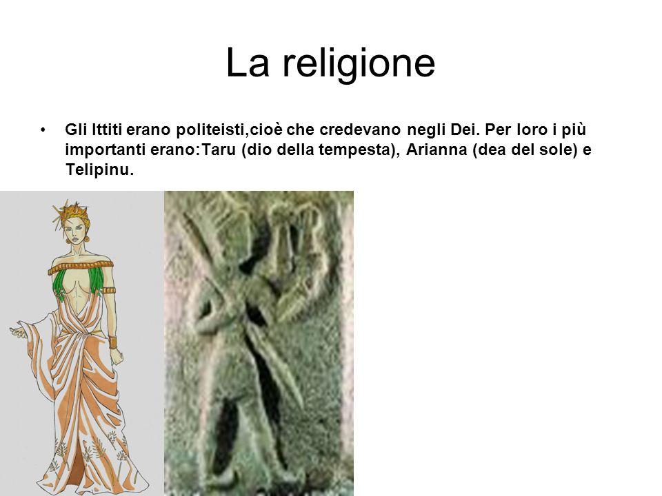 La religione Gli Ittiti erano politeisti,cioè che credevano negli Dei. Per loro i più importanti erano:Taru (dio della tempesta), Arianna (dea del sol