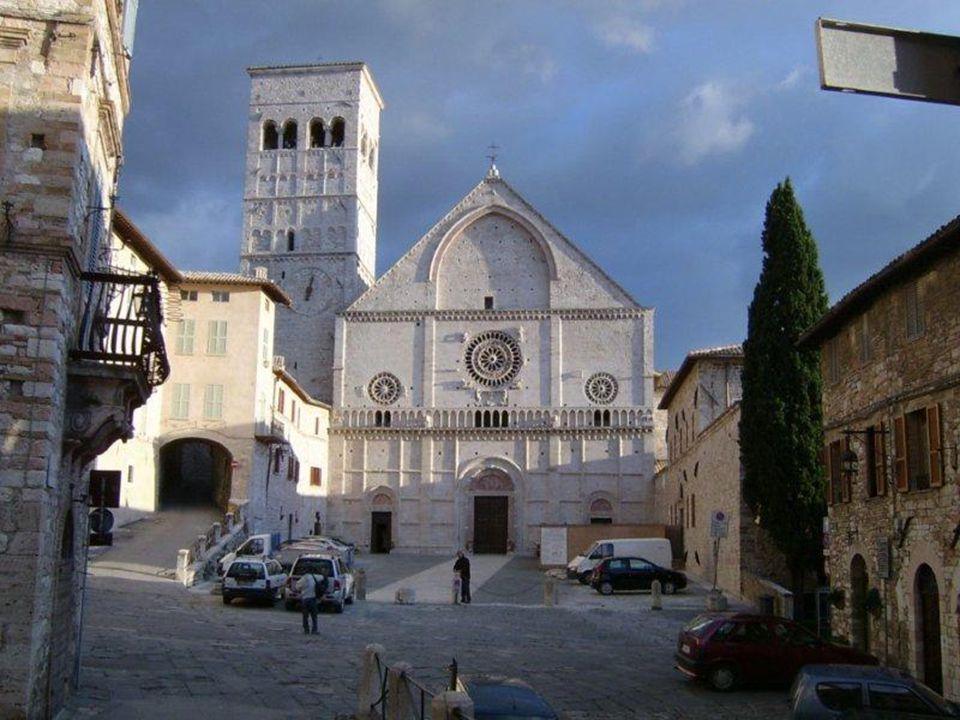 Cari fratelli e sorelle, una delle Sante più amate è senz'altro santa Chiara d'Assisi, vissuta nel XIII secolo, contemporanea di san Francesco.