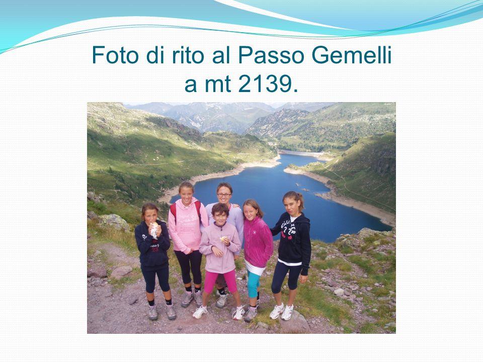 Foto di rito al Passo Gemelli a mt 2139.