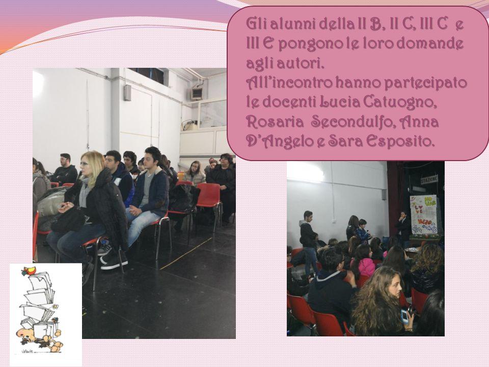 Gli alunni della II B, II C, III C e III E pongono le loro domande agli autori. All'incontro hanno partecipato le docenti Lucia Catuogno, Rosaria Seco