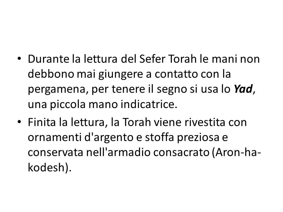 Durante la lettura del Sefer Torah le mani non debbono mai giungere a contatto con la pergamena, per tenere il segno si usa lo Yad, una piccola mano i