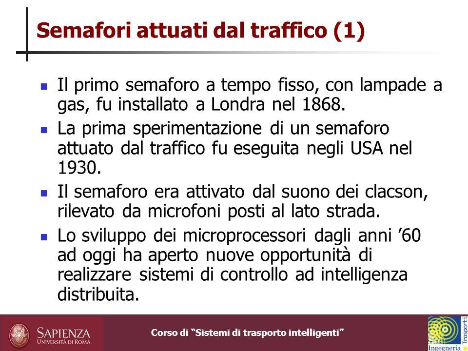 Corso di Sistemi di trasporto intelligenti UTOPIA: Modello di intersezione Al livello di intersezione, la rete stradale è rappresentata come insieme di intersezioni e di sensi .