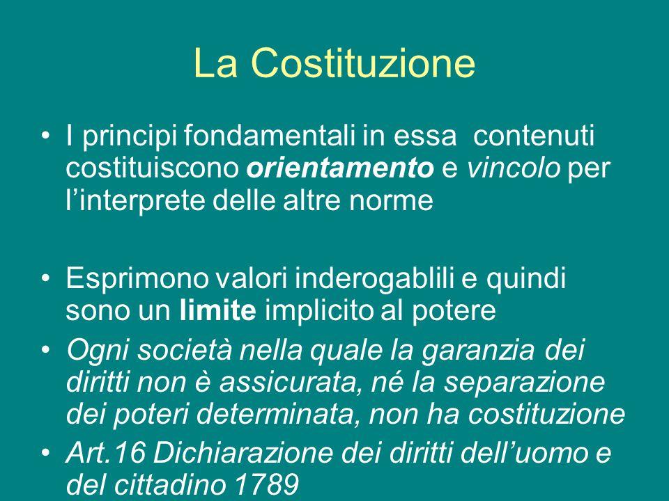 La Costituzione I principi fondamentali in essa contenuti costituiscono orientamento e vincolo per l'interprete delle altre norme Esprimono valori ind