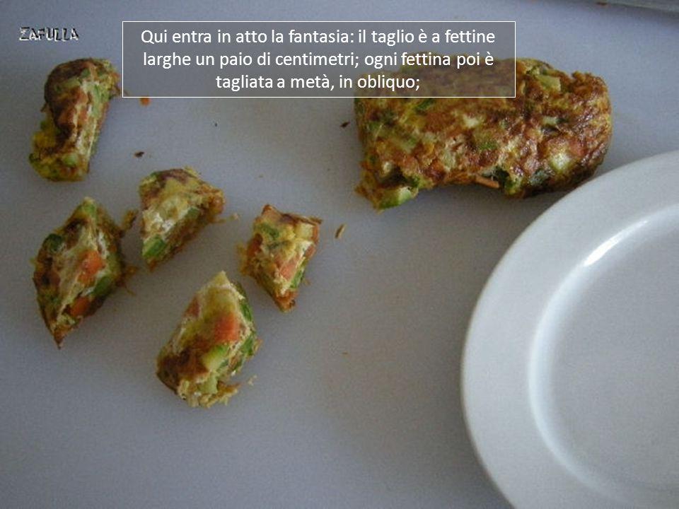 Ecco qui la nostra omelette alle verdure, arrotolata, a completa cottura;