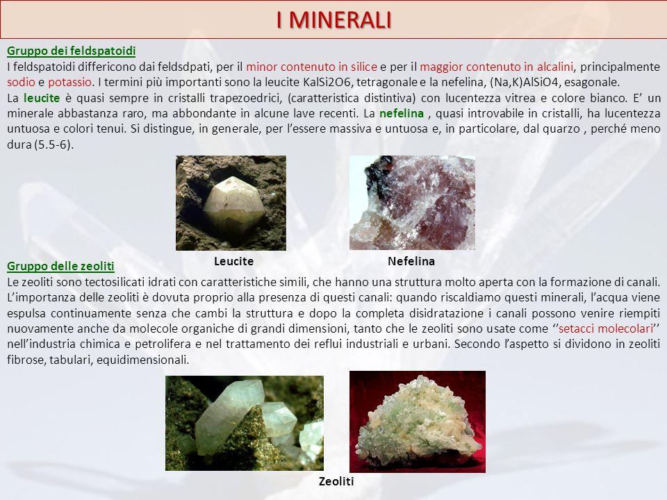 I MINERALI Gruppo dei feldspatoidi I feldspatoidi differicono dai feldsdpati, per il minor contenuto in silice e per il maggior contenuto in alcalini,