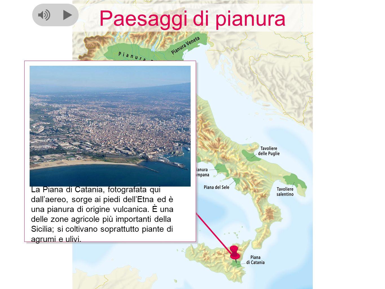 Paesaggi di pianura La Piana di Catania, fotografata qui dall'aereo, sorge ai piedi dell'Etna ed è una pianura di origine vulcanica. È una delle zone