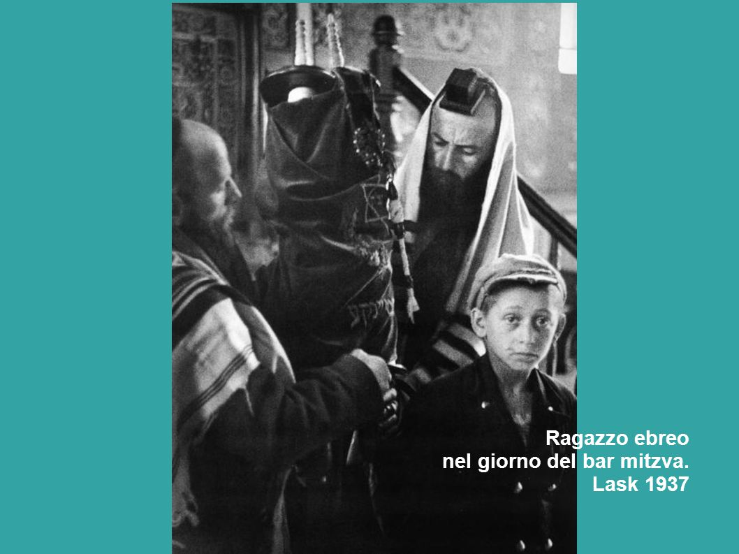 Ragazzo ebreo nel giorno del bar mitzva. Lask 1937