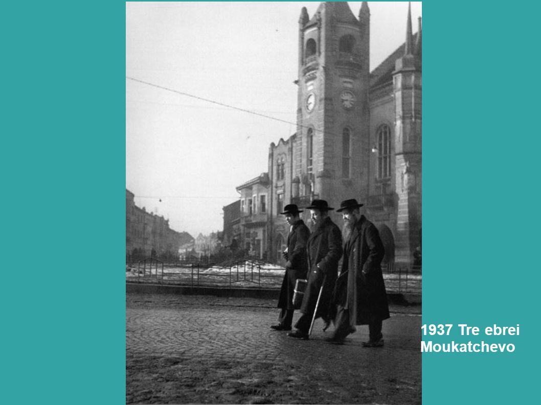 1938. Ebreo in preghiera nel campo di Zbaszyn, dopo la notte dei cristalli