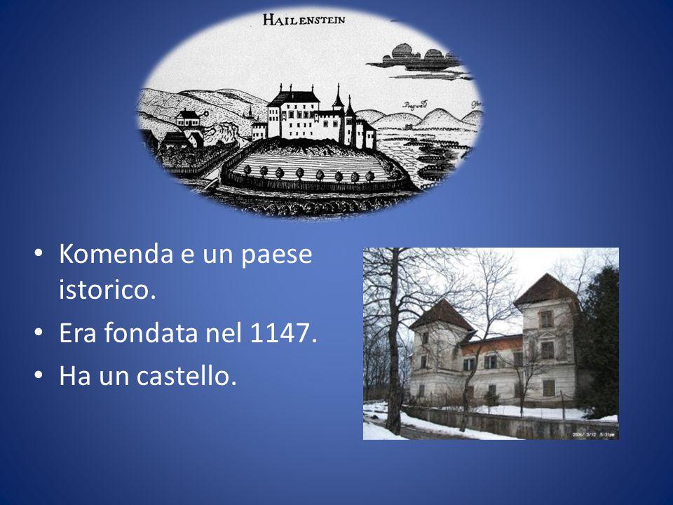 Komenda e un paese istorico. Era fondata nel 1147. Ha un castello.