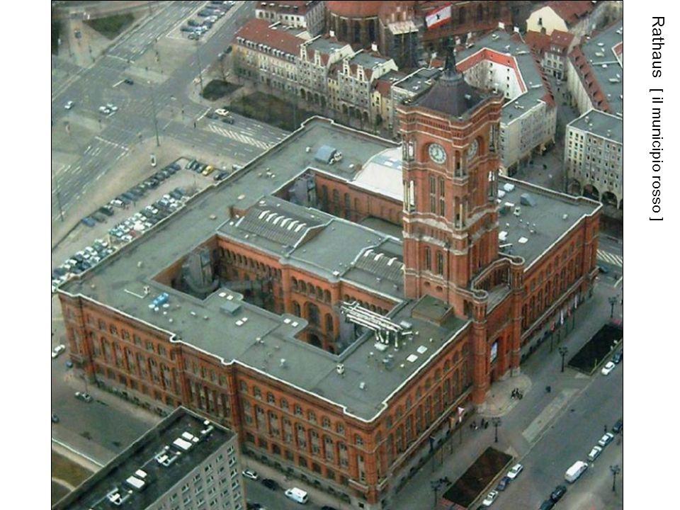 Rathaus [ il municipio rosso ]