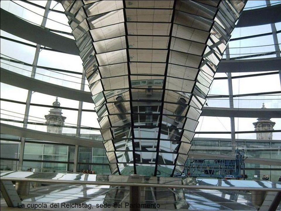 La cupola del Reichstag, sede del Parlamento