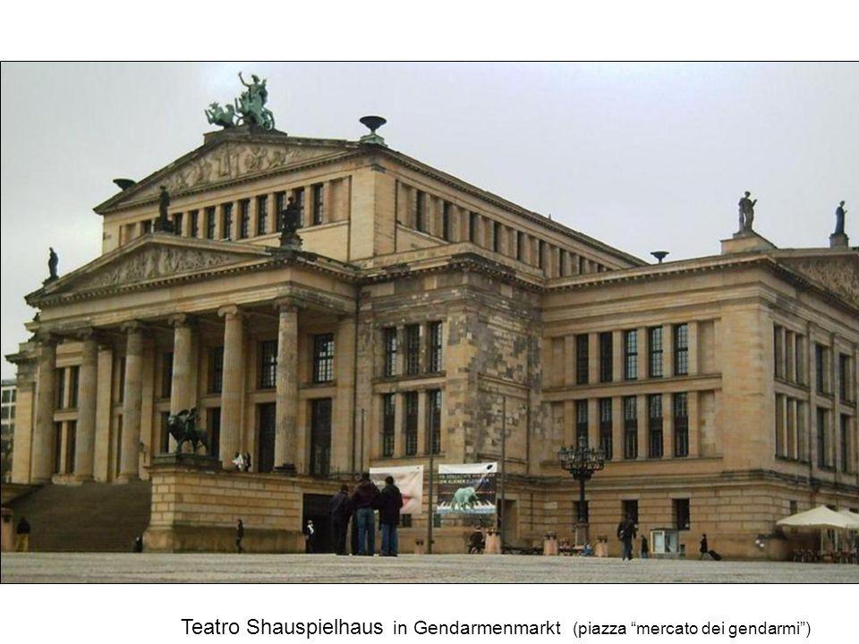 Teatro Shauspielhaus in Gendarmenmarkt (piazza mercato dei gendarmi )