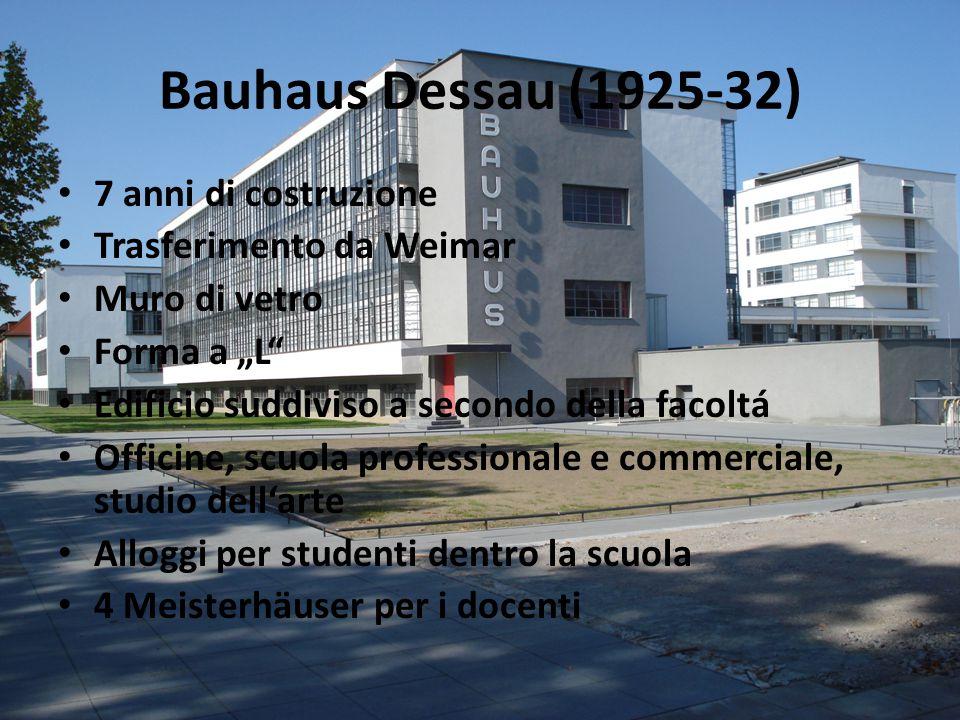 """Bauhaus Dessau (1925-32) 7 anni di costruzione Trasferimento da Weimar Muro di vetro Forma a """"L Edificio suddiviso a secondo della facoltá Officine, scuola professionale e commerciale, studio dell'arte Alloggi per studenti dentro la scuola 4 Meisterhäuser per i docenti"""