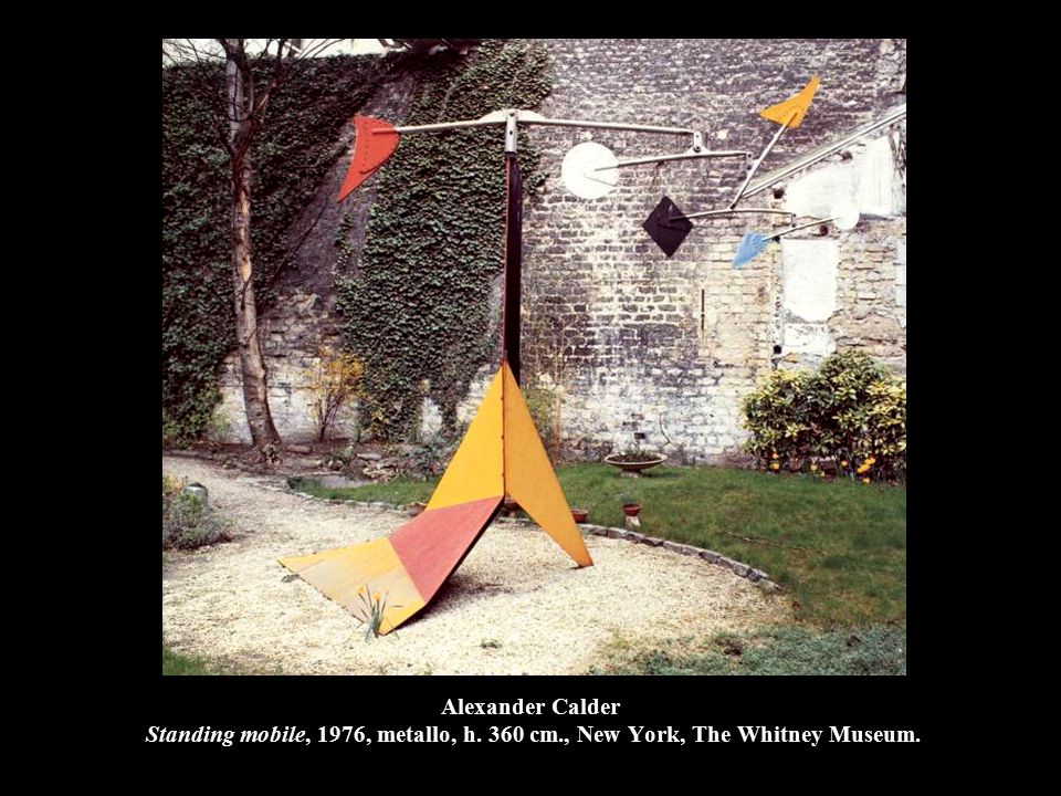 Alexander Calder Standing mobile, 1976, metallo, h. 360 cm., New York, The Whitney Museum.