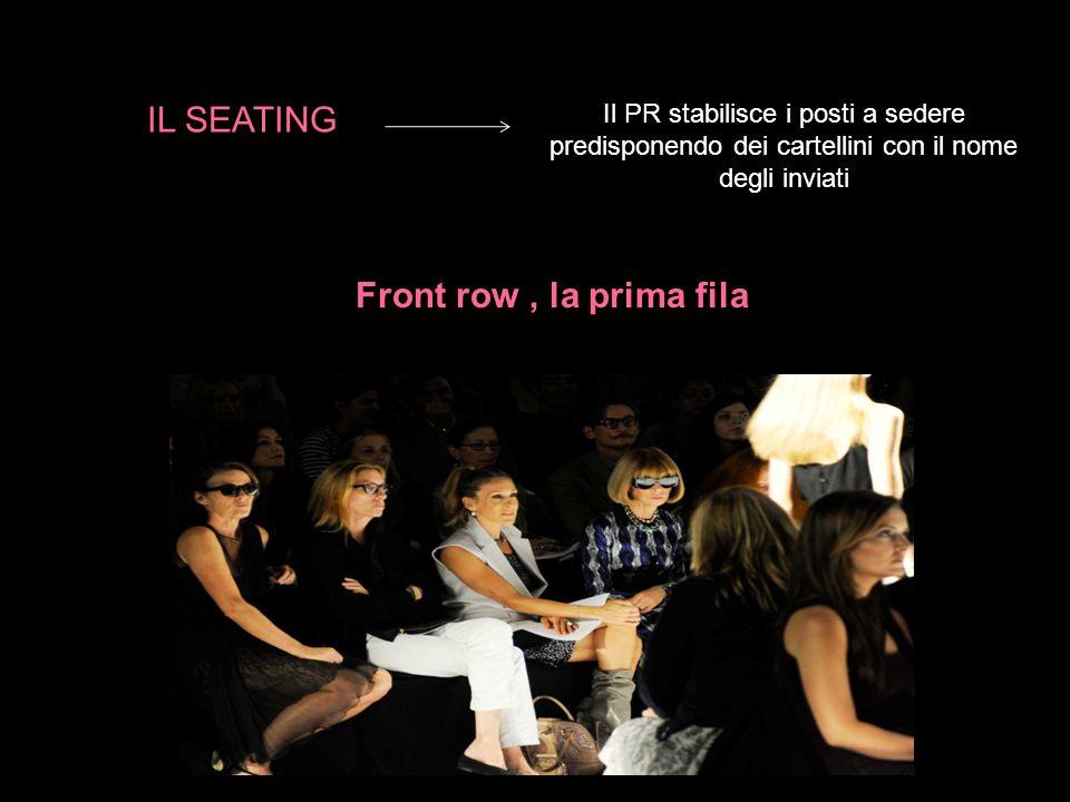 Il PR stabilisce i posti a sedere predisponendo dei cartellini con il nome degli inviati Front row, la prima fila IL SEATING