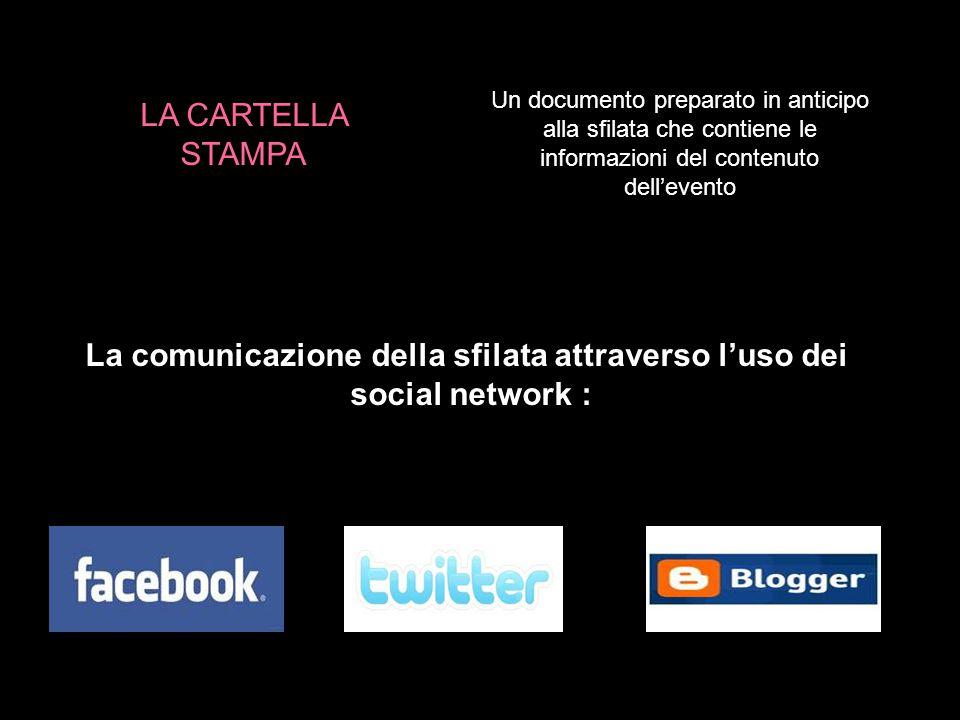 Un documento preparato in anticipo alla sfilata che contiene le informazioni del contenuto dell'evento La comunicazione della sfilata attraverso l'uso