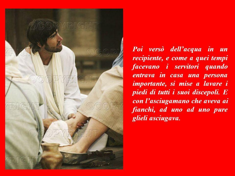 VANGELO (Giovanni 13,1-15) Prima della festa di Pasqua, Gesù si rese conto che ormai era vicina l'ora del suo ritorno al Padre: allora volle compiere verso i suoi, un gesto di straordinaria UMILTA'.