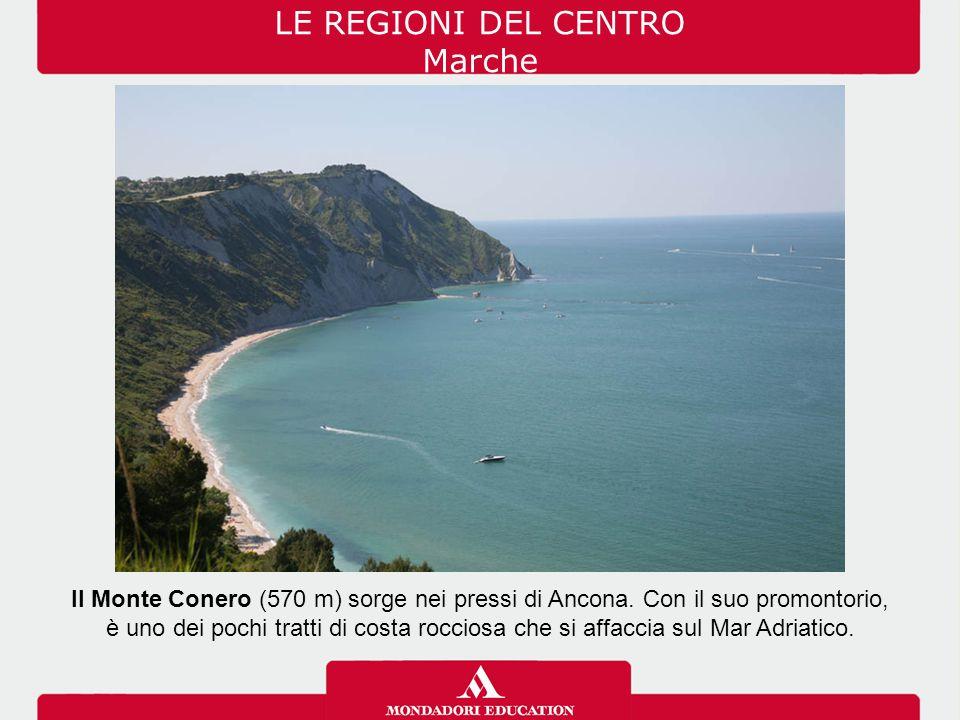 Il Monte Conero (570 m) sorge nei pressi di Ancona. Con il suo promontorio, è uno dei pochi tratti di costa rocciosa che si affaccia sul Mar Adriatico