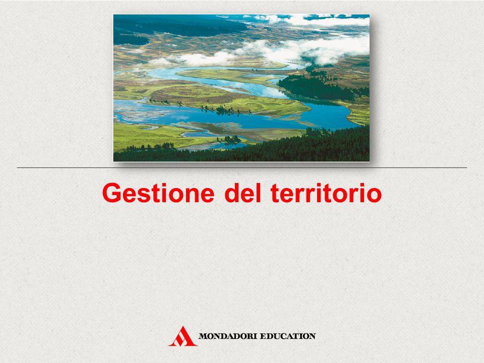 Secondo il parametro di dominanza delle attività umane, è possibile riconoscere sette aree territoriali: aree naturali; aree semi-naturali; aree semi-agricole; aree agricole; aree rurali; aree suburbane; aree urbano-industriali.