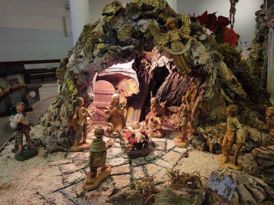 Possiamo quasi dire che nella festa del Natale si sottolinea il nascondimento di Dio nell'umiltà della condizione umana, nel Bambino di Betlemme. Nell