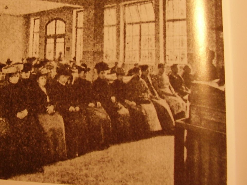 La lavoratrice Miners Act 1842: vieta il lavoro sotterraneo alle donne di qualsiasi età.