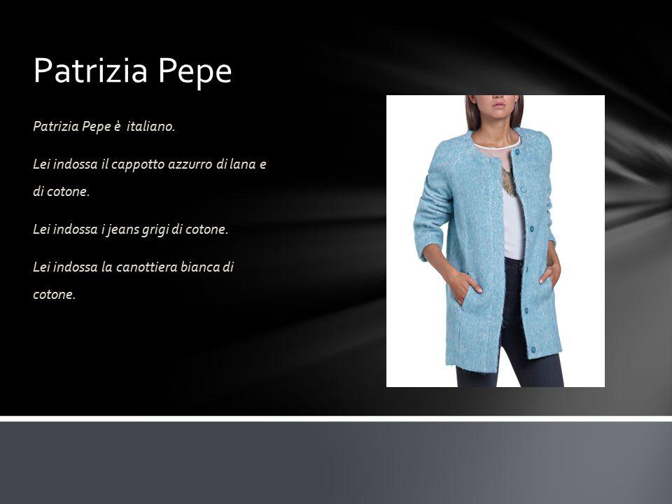 Patrizia Pepe Patrizia Pepe è italiano. Lei indossa il cappotto azzurro di lana e di cotone.