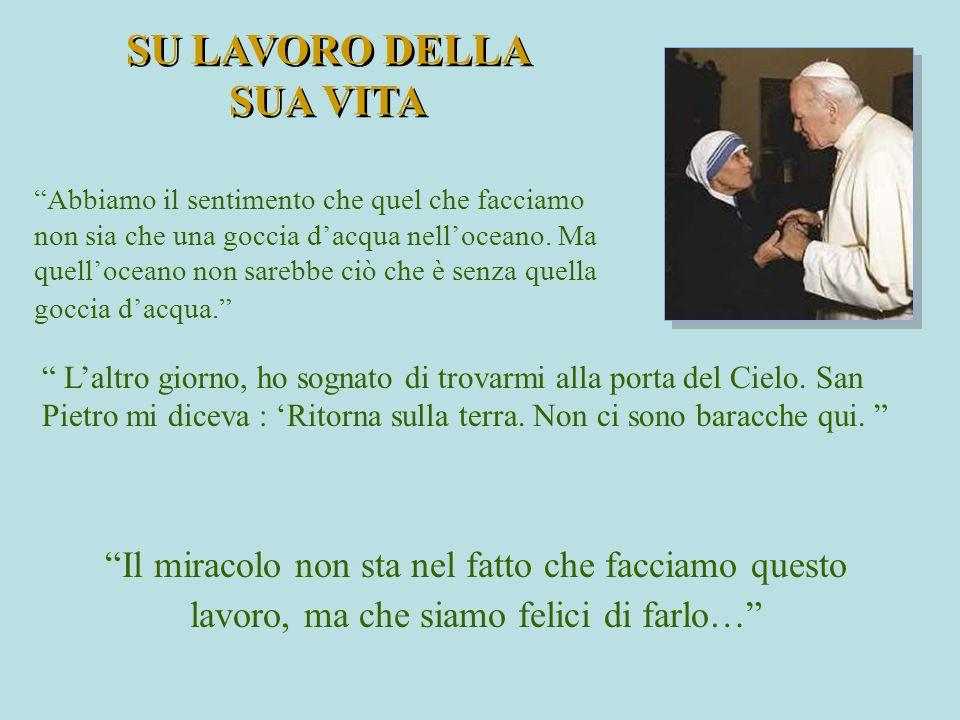 """"""" L'altro giorno, ho sognato di trovarmi alla porta del Cielo. San Pietro mi diceva : 'Ritorna sulla terra. Non ci sono baracche qui. """" SU LAVORO DELL"""