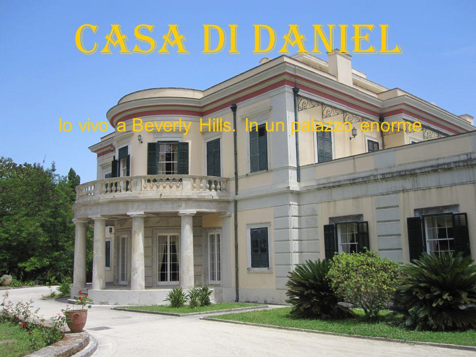 Casa di Daniel Io vivo a Beverly Hills. In un palazzo enorme