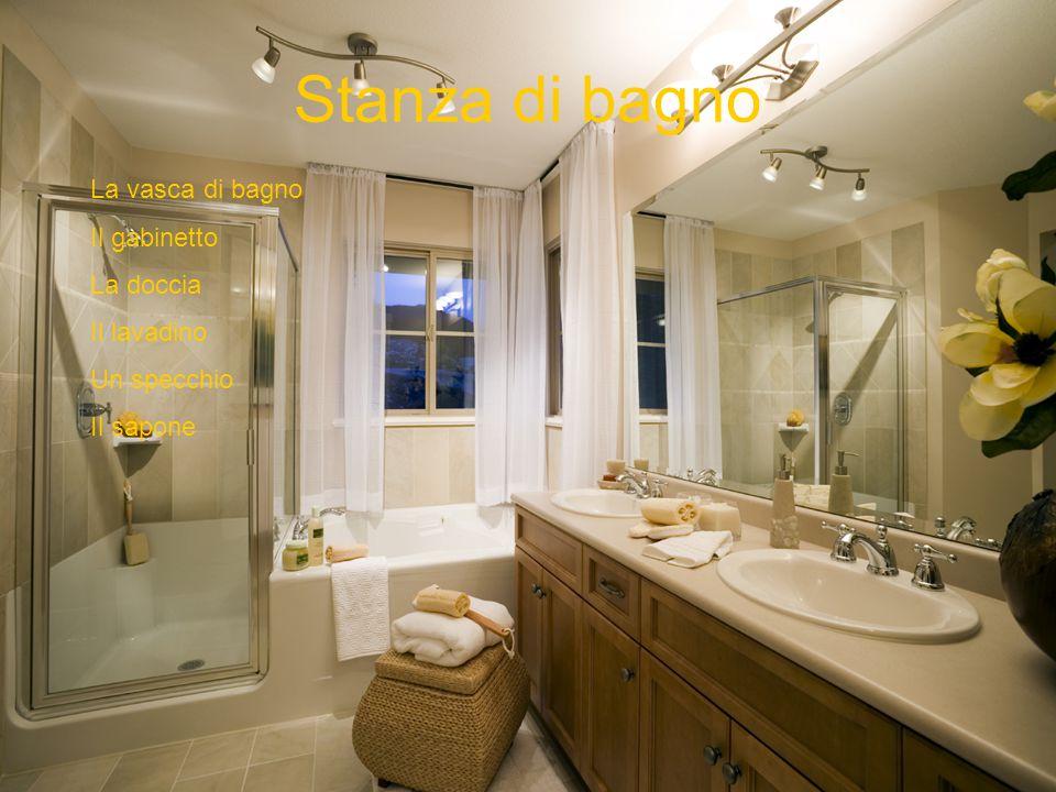Stanza di bagno La vasca di bagno Il gabinetto La doccia Il lavadino Un specchio Il sapone