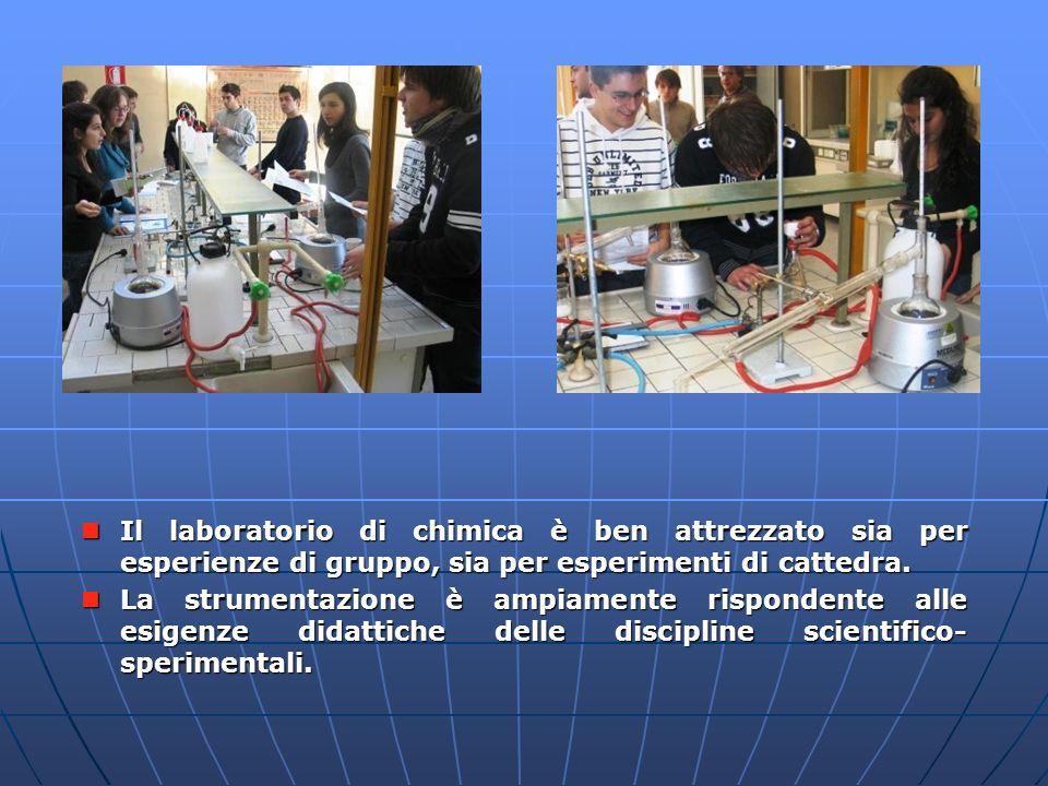 Il laboratorio di chimica è ben attrezzato sia per esperienze di gruppo, sia per esperimenti di cattedra. Il laboratorio di chimica è ben attrezzato s