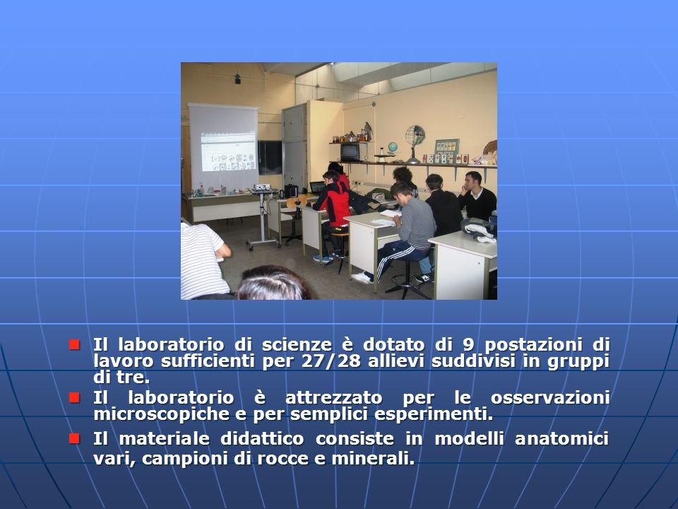 Laboratorio di scienze Il laboratorio di scienze è dotato di 9 postazioni di lavoro sufficienti per 27/28 allievi suddivisi in gruppi di tre. Il labor