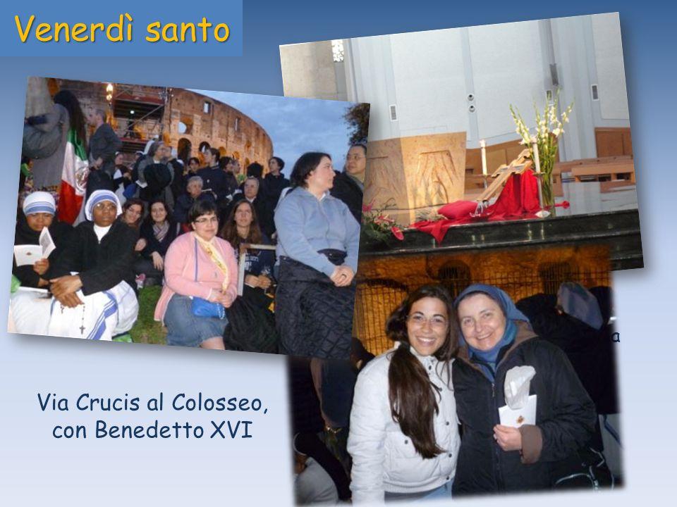 Adorazione della croce nella chiesa Gesù Maestro in Roma Venerdì santo Via Crucis al Colosseo, con Benedetto XVI