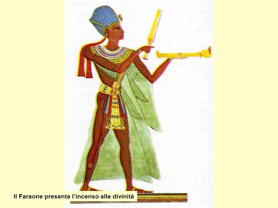 Il Faraone presenta l'incenso alle divinità