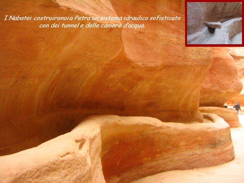 Guardate queste formazioni mozzafiato sulle pareti di alcune montagne