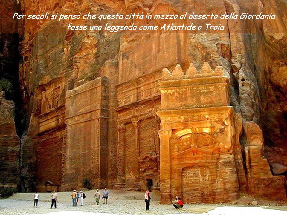 La città di Petra in Giordania Una delle 7 Meraviglie del Mondo Antico