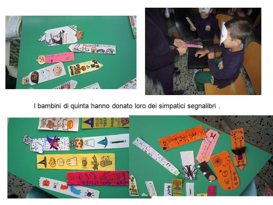 I bambini di quinta hanno donato loro dei simpatici segnalibri.