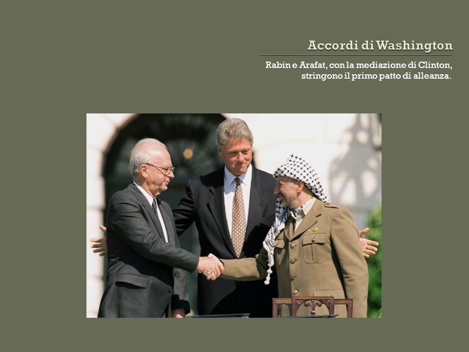 Rabin e Arafat, con la mediazione di Clinton, stringono il primo patto di alleanza.