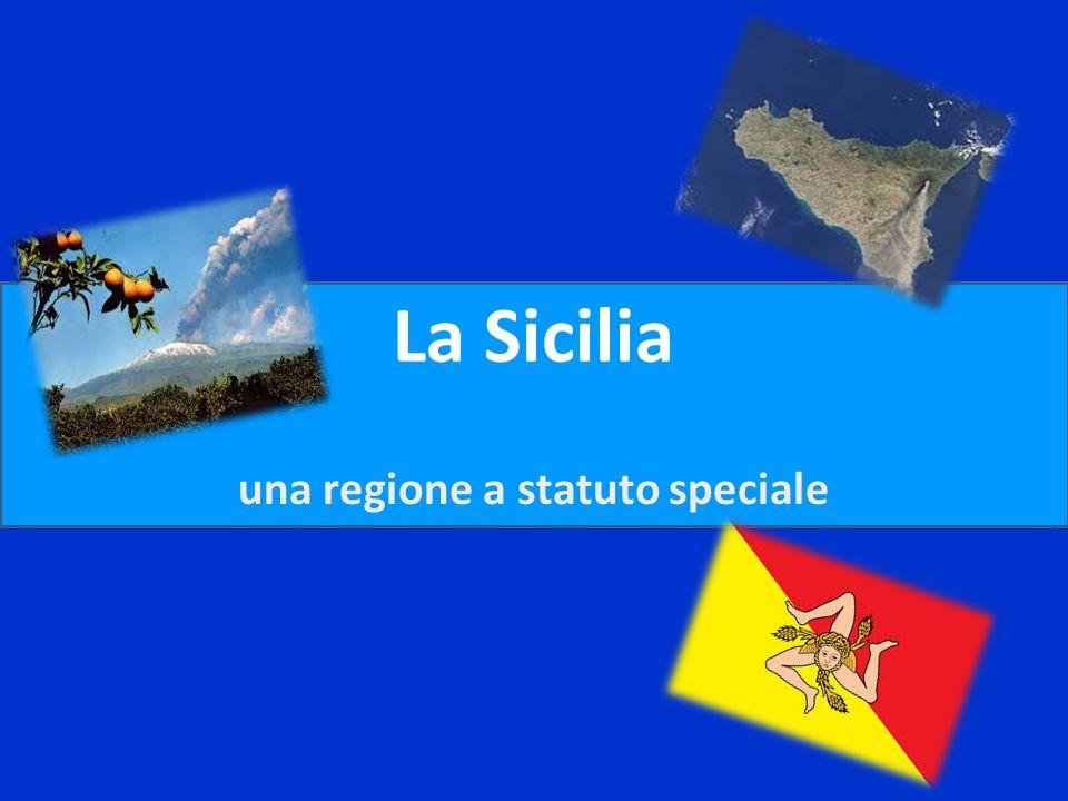 La carta d'identità La Sicilia è la più grande isola italiana È bagnata dal: -Mar Tirreno a nord -Mar Ionio a est -Mar Mediterraneo a ovest e a sud M a r T i r r e n o M a r M e d i t e r r a n e o M a r I o n i o nord est sud ovest Superficie : 25.707 km Popolazione : 5.100.803 ab Capoluogo: Palermo Province: - Agrigento - Caltanissetta - Catania - Enna - Messina - Ragusa - Siracusa - Trapani