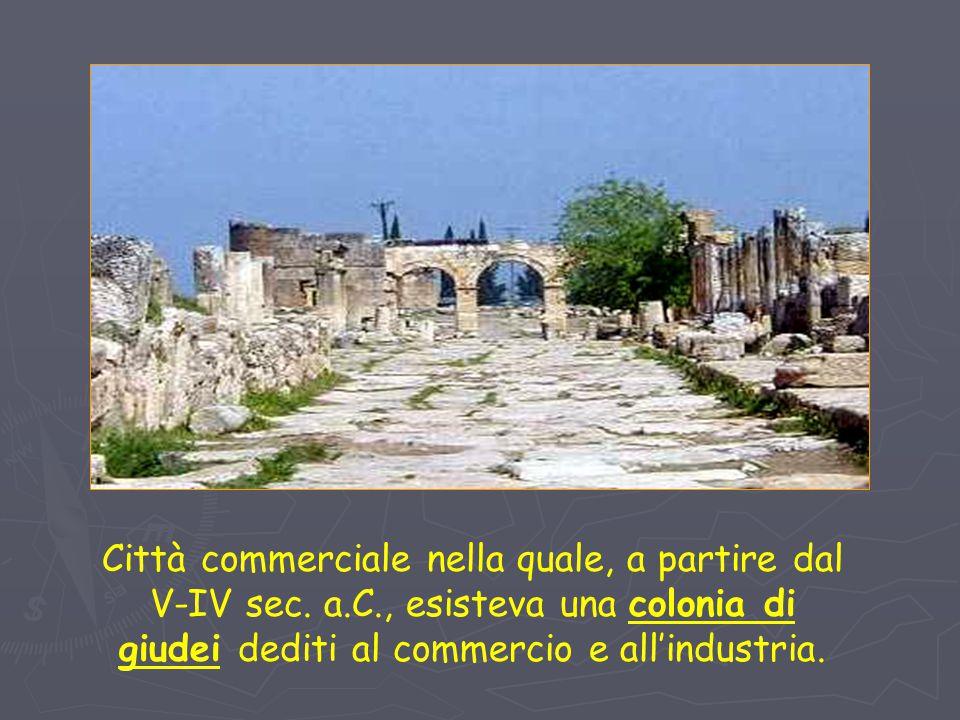 Città commerciale nella quale, a partire dal V-IV sec. a.C., esisteva una colonia di giudei dediti al commercio e all'industria.