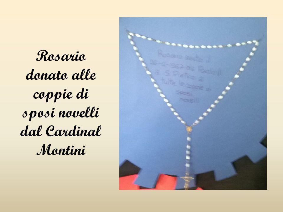 Rosario donato alle coppie di sposi novelli dal Cardinal Montini