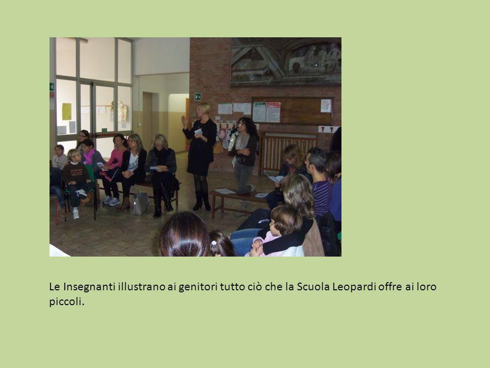 Le Insegnanti illustrano ai genitori tutto ciò che la Scuola Leopardi offre ai loro piccoli.