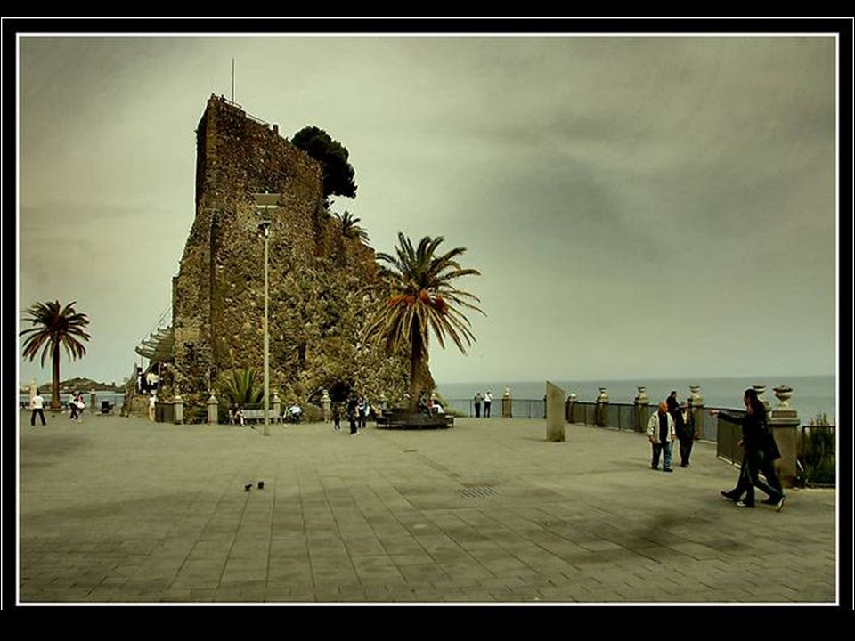Aci Castello (Jaci Casteddu in siciliano) è un comune di 18.015 abitanti della provincia di Catania.. Vicino al mare venne costruito dai Normanni tra