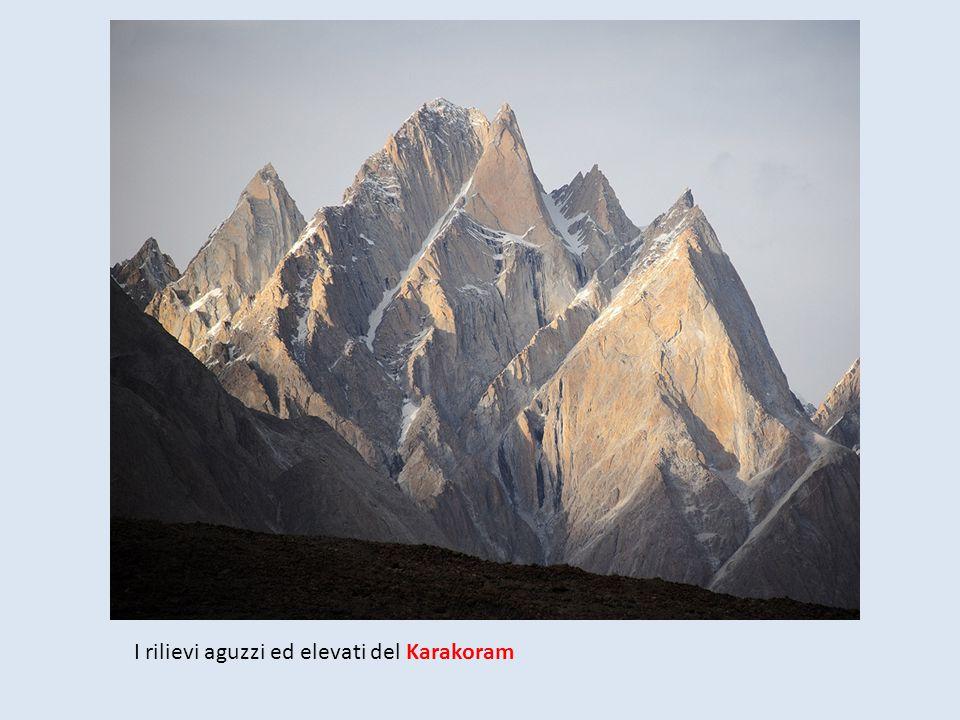 I rilievi aguzzi ed elevati del Karakoram