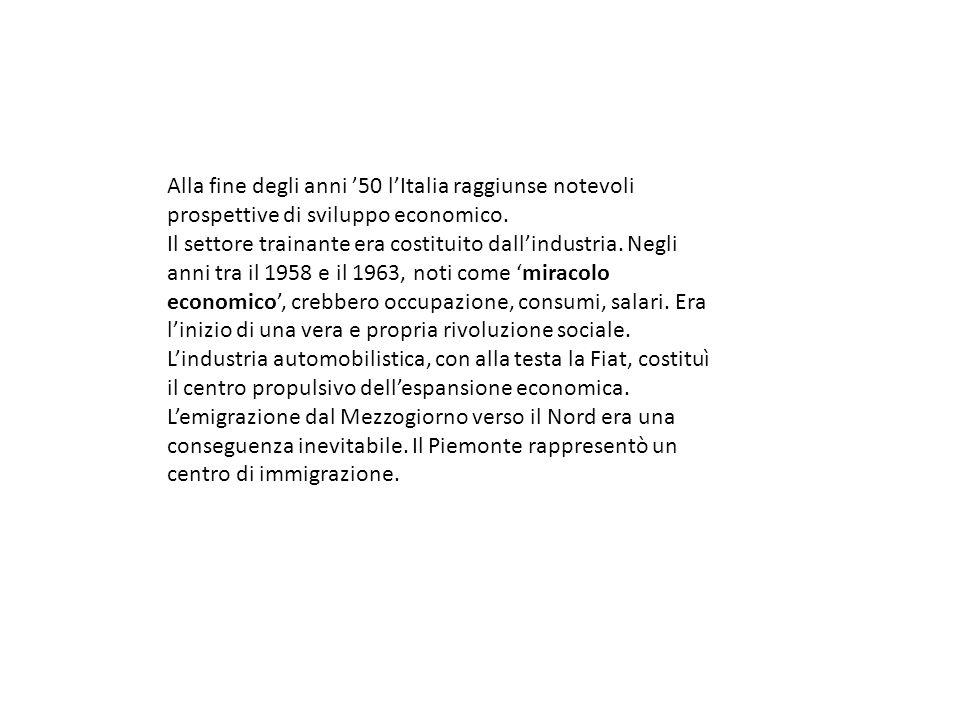 IL MIRACOLO ECONOMICO Periodo: 1958/63 c.a Caratteristiche: -Italia da paese agricolo a paese industrializzato; -Sviluppo soprattutto dei settori siderurgico, meccanico e chimico; - Elementi alla base del boom: bassi salari, utilizzo del metano come fonte di energia, stabilizzazione monetaria; - Aumento esportazioni e ampliamento del mercato interno = anche in Italia civiltà dei consumi = elettrodomestici e televisione = omologazione linguistica, del gusto, del comportamento; si diffonde la 600; -Cassa del Mezzogiorno al Sud; - Forte migrazione verso il Triangolo industriale (genova, torino, milano)