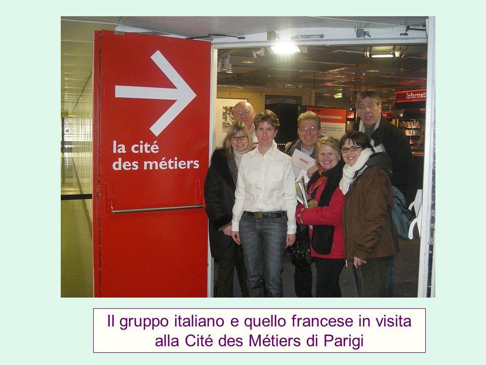 Il gruppo italiano e quello francese in visita alla Cité des Métiers di Parigi