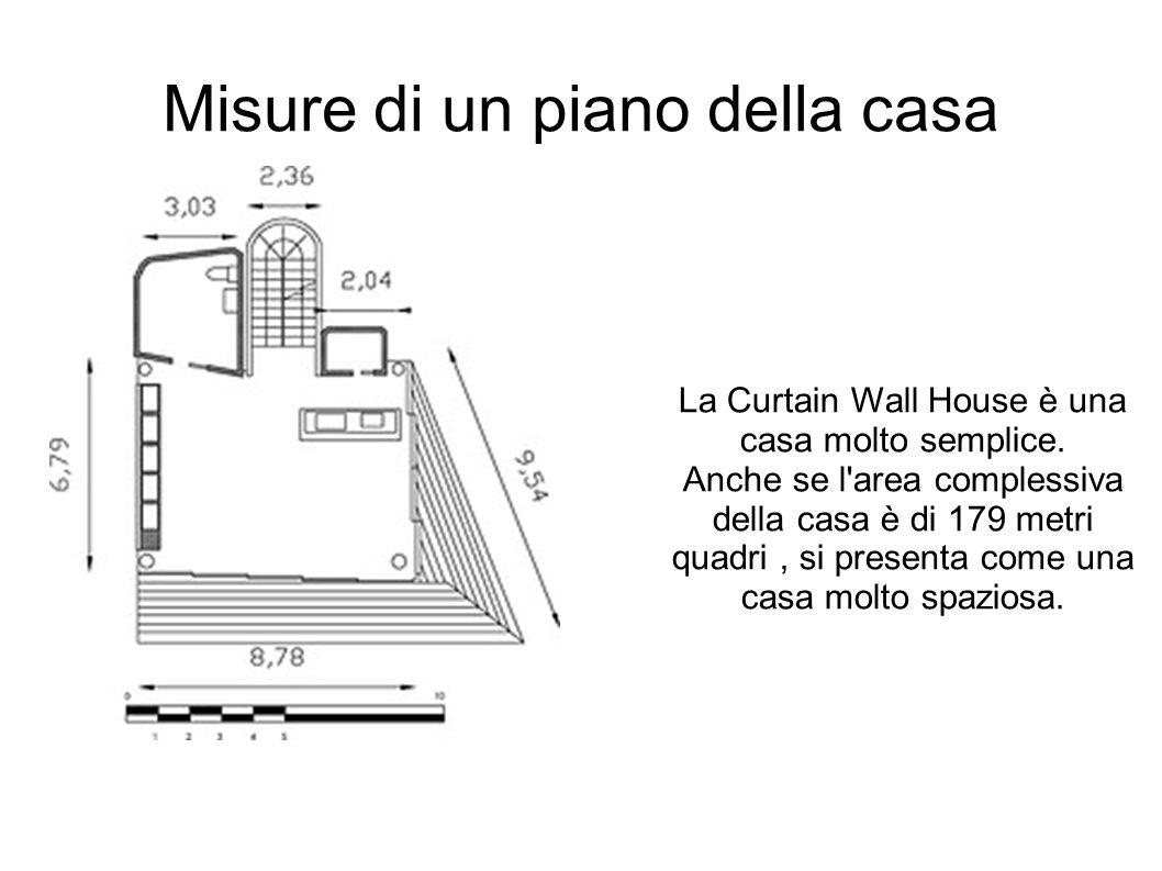 Misure di un piano della casa La Curtain Wall House è una casa molto semplice. Anche se l'area complessiva della casa è di 179 metri quadri, si presen