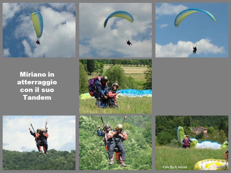 Miriano in atterraggio con il suo Tandem Foto By A,Antoni