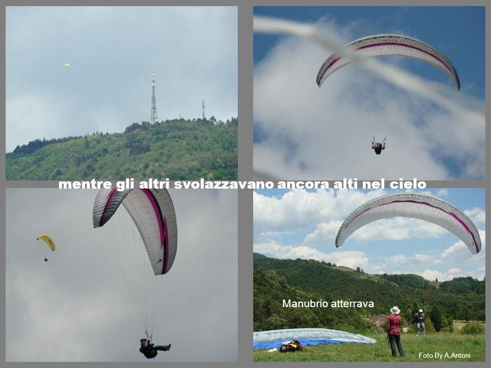 mentre gli altri svolazzavano ancora alti nel cielo Manubrio atterrava Foto By A,Antoni